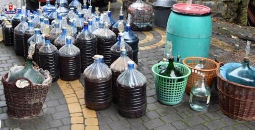2021/09/21 64-latek nielegalnie produkował alkohol
